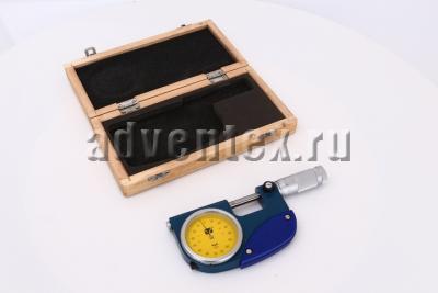 Рыжачный микрометр МР рядом с футляром